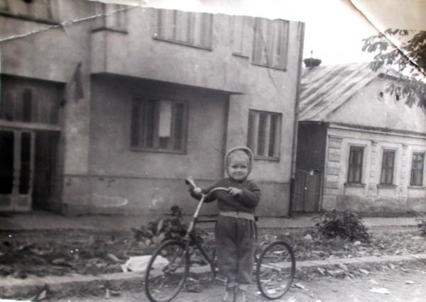 b5a8065fd5399d Втрачений Ужгород: будинки сімей Шамудовських і Бардош, на місці яких звели  драмтеатр