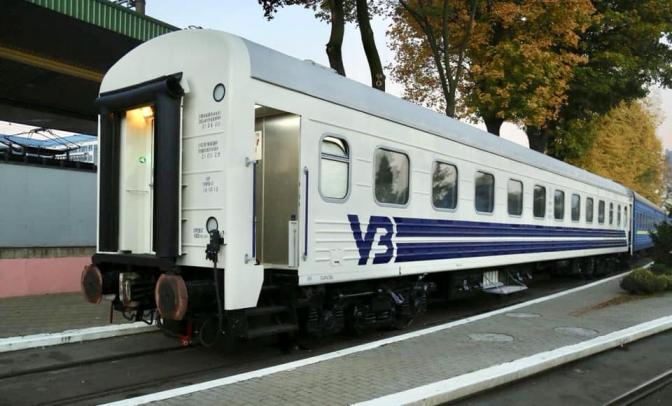 Розклад руху поїздів у приміському сполученні зазнає тимчасових змін через ремонт колій.