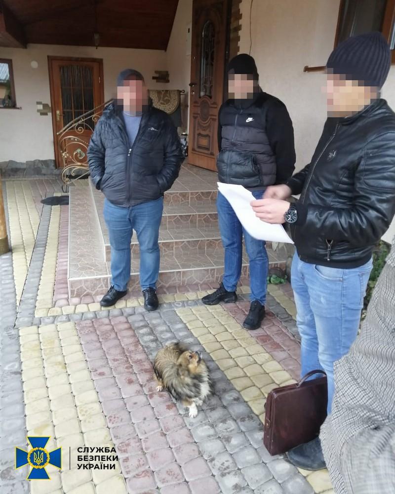Співробітники Служби безпеки України викрили схему привласнення бюджетних коштів, виділених на капітальний ремонт доріг в одному з районів Закарпатської області.