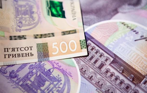 Курс американської валюти підвищили ще на 54 копійки, а євро подорожчав на 30 копійок, до 30 гривень.