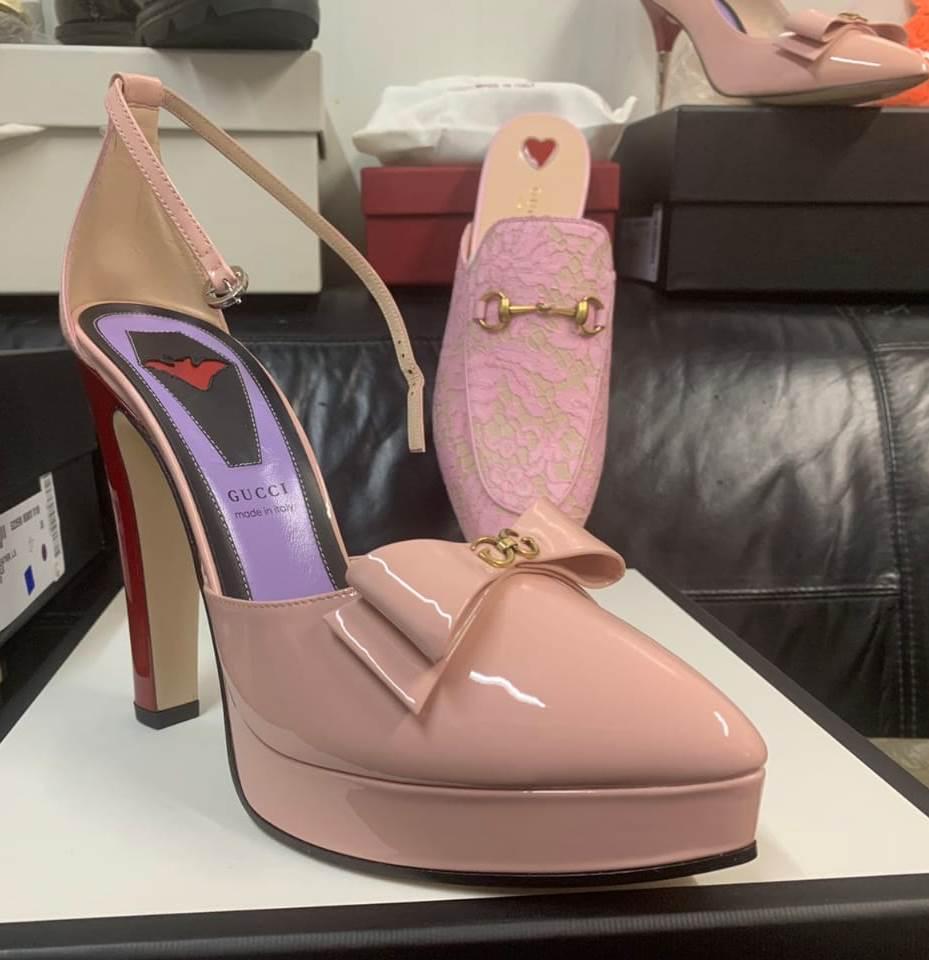 Не задеклароване як слід у «червоному коридорі» 17 пар колекційного жіночого взуття, яке підлягає обов'язковому оподаткуванню, опинилося на складі митниці.