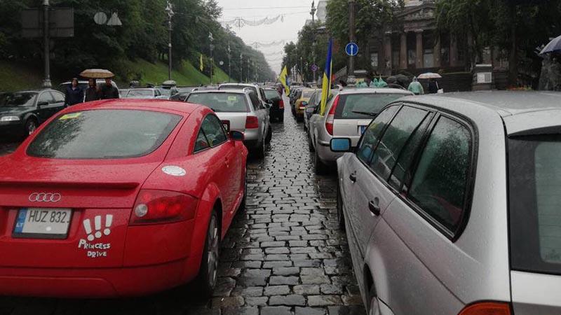 """Мінфін назвав кількість авто на """"єврономерах"""" в Україні"""