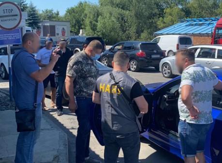 У НАБУ припускають, що заступник Миколаївського міського голови намагався покинути території країни через україно-угорський кордон. Його затримали на КПП «Лужанка – Берегшурань».
