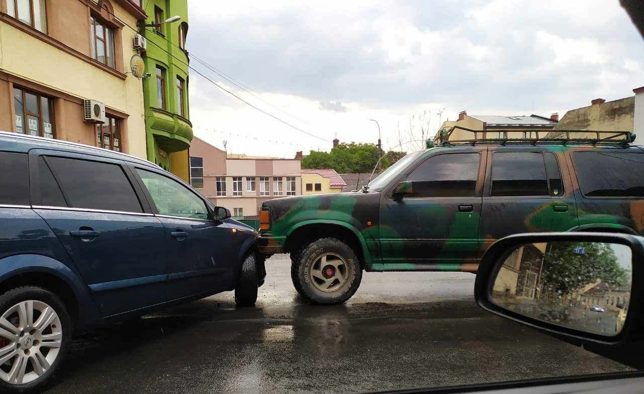 Щойно в Ужгороді на вул. Підгірній сталася ДТП.