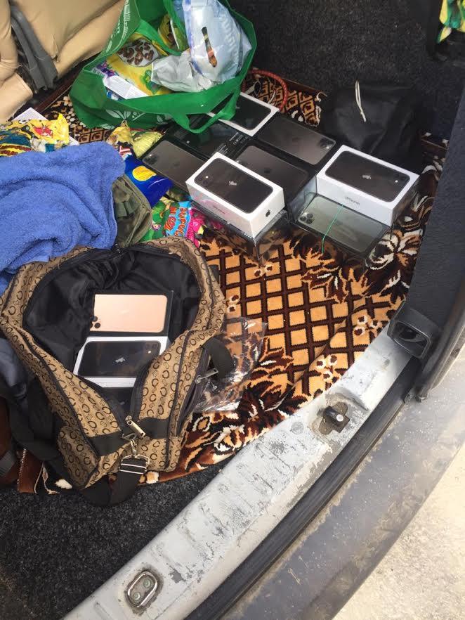 19 нових телефонів iPhone виявили сьогодні прикордонники Мукачівського загону спільно з працівниками митниці в пункті пропуску «Дякове».