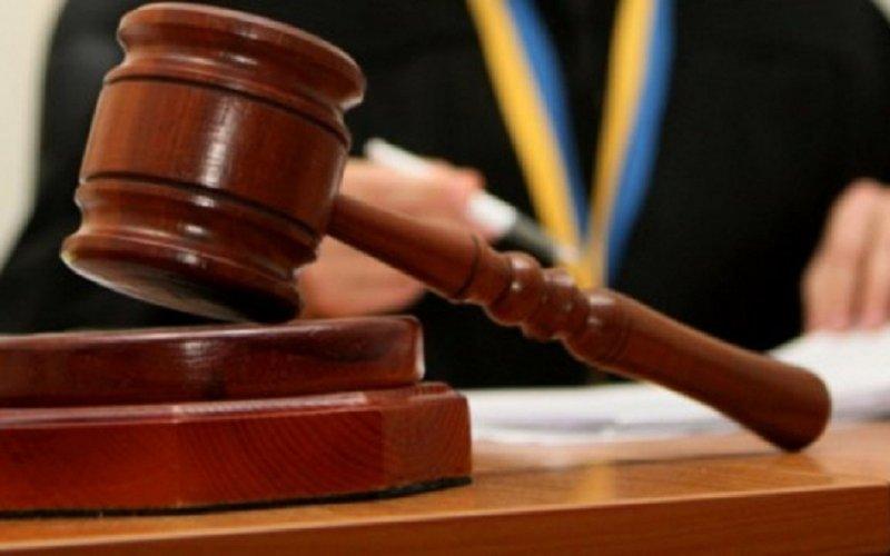 Прокурором Берегівської місцевої прокуратури доведено вину 44-річного мешканця Берегова у пропозиції та наданні неправомірної вигоди службовій особі (ч.1 ст.369 КК України).