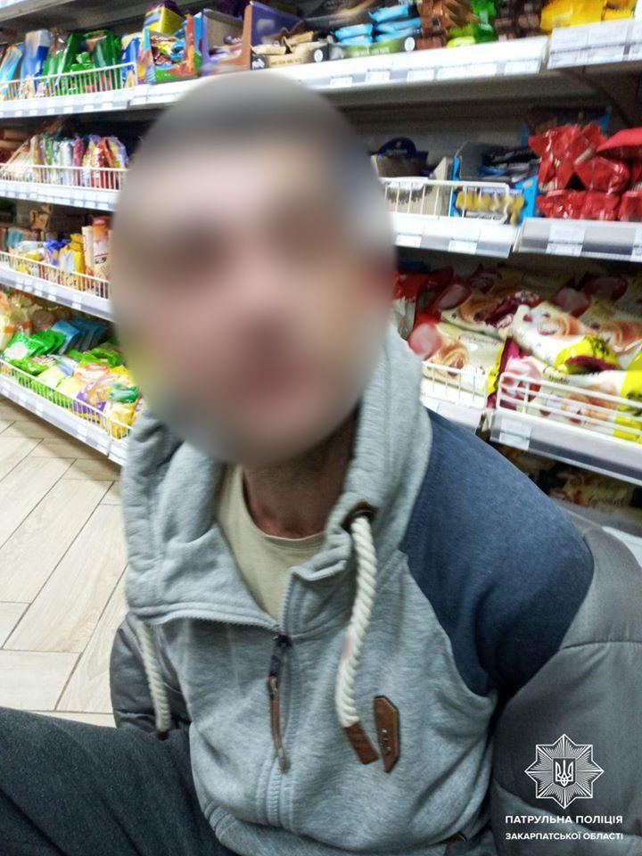 Ужгородські патрульні оперативно відшукали ймовірного збувача фальшивої купюри.