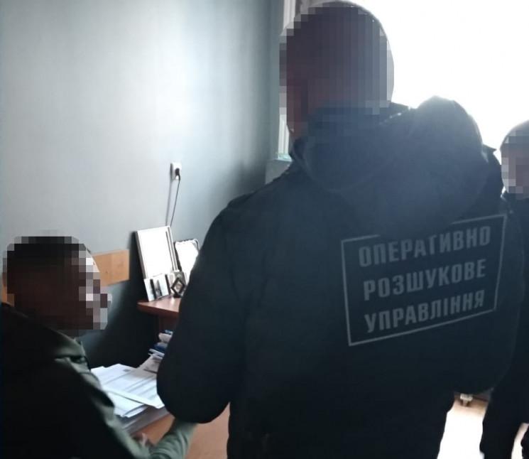 Українські правоохоронці розпочали досудове розслідування та встановили групу осіб, причетних до організації нелегальної мандрівки іноземців.