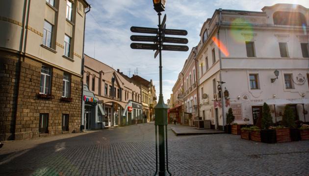 В Ужгороді з'явився сквер Університетський.