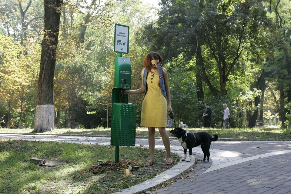 Це стосується встановлення спеціальних станцій для прибирання за собаками в Ужгороді.