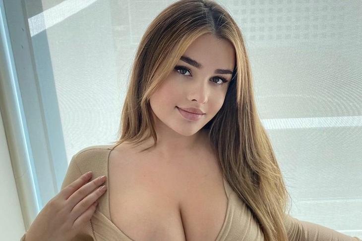 26-річна Анастасія Квітко славиться своїми пікантними фото. Сьогодні модель опублікувала черговий гарячий кадр.