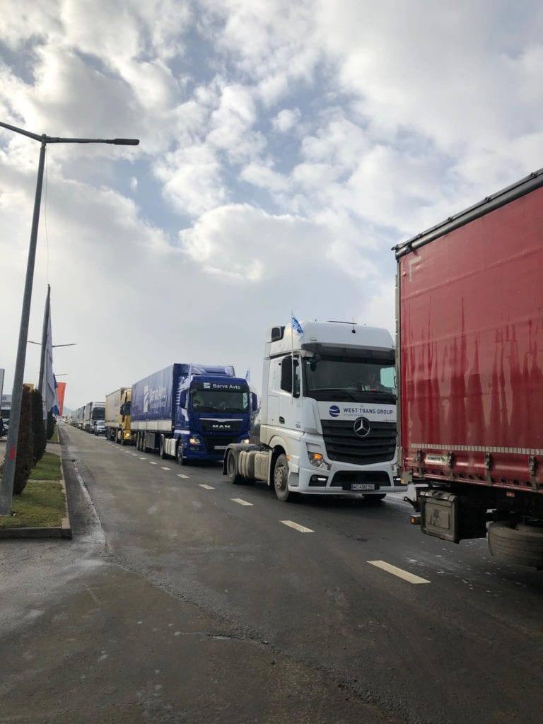 На Закарпатті страйкують міжнародні автомобільні перевізники.