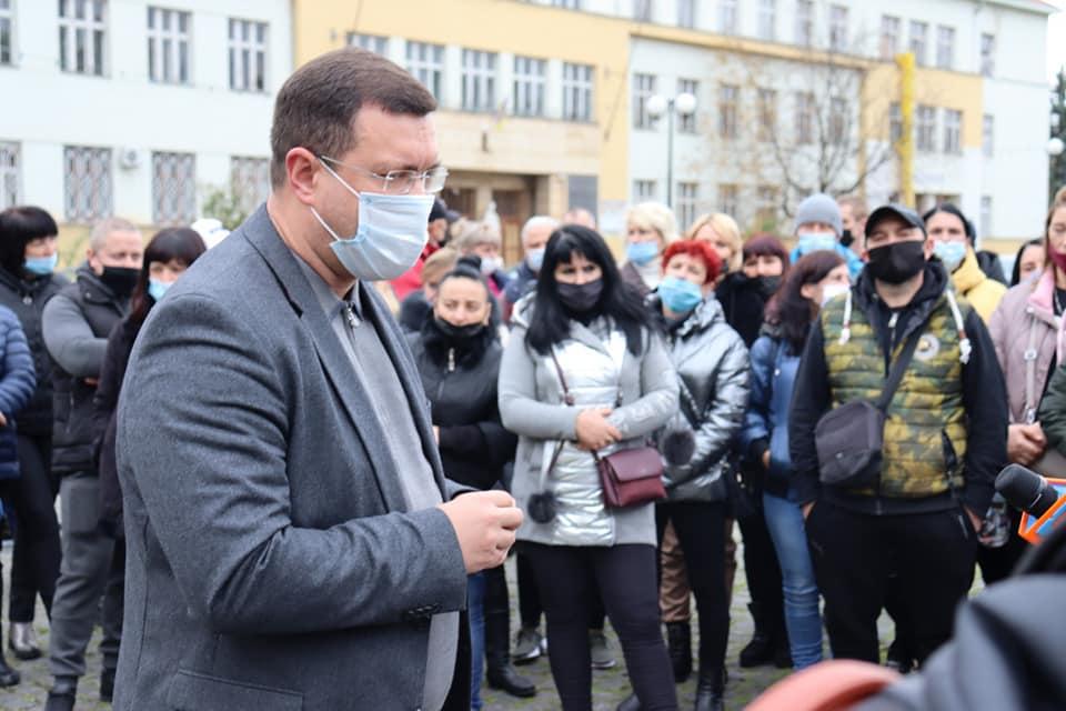 Вчора в Ужгороді відбулася акція протесту через карантинні обмеження.