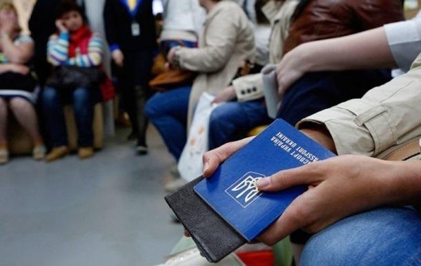 Право на перебування в країні за в'їзними візами зберігається протягом 90 днів з моменту припинення НС, тому закінчується вже 12 серпня.