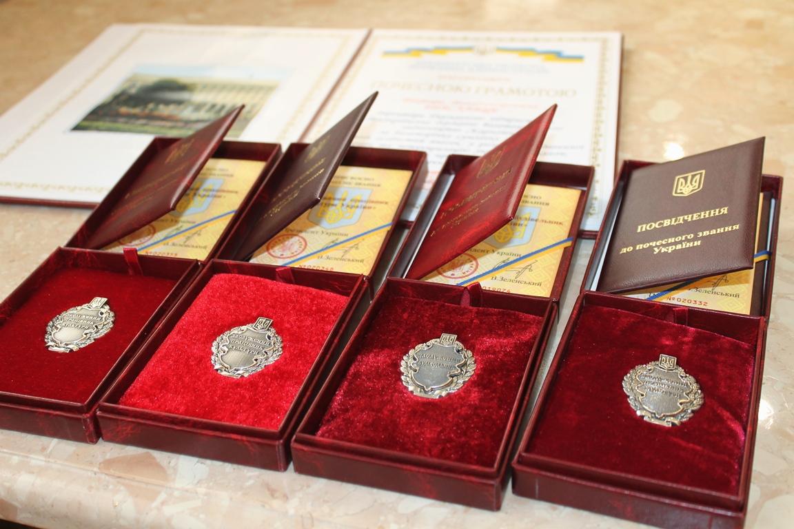 У четвер, 19 грудня, у камінному залі ОДА відбулося урочисте зібрання з нагоди вручення державних нагород.