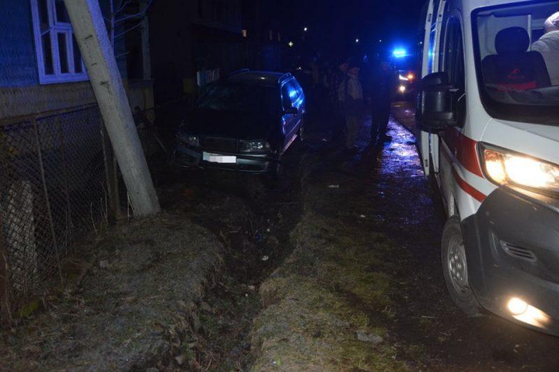 У селі Дулово Тячівського району водій автомобіля «Skoda Octavia» здійснив наїзд на двох жінок-пішоходів.