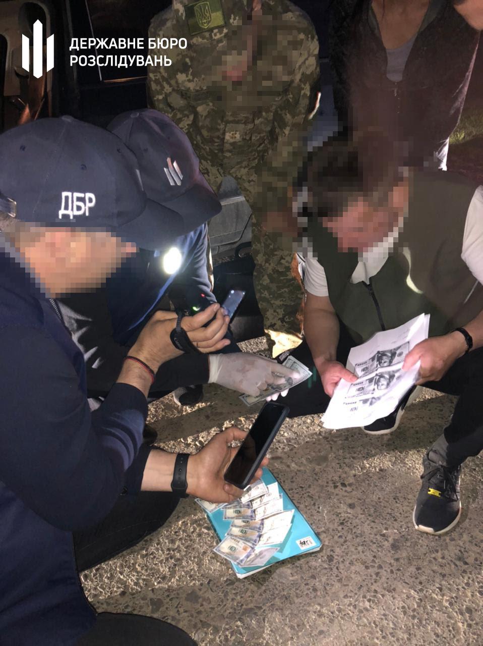 В Закарпатье задержали пограничника, который способствовал контрабанде сигарет в ЕС