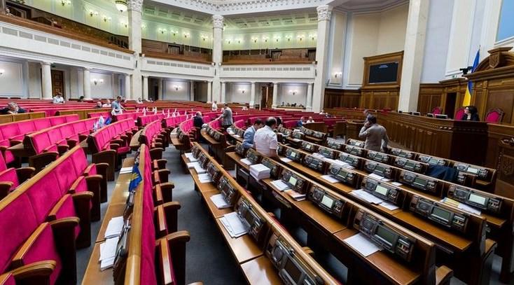 Особливістю цієї кампанії з дострокових виборів до Верховної Ради стали не один, як зазвичай, а відразу два полюси запеклої міжпартійної боротьби.