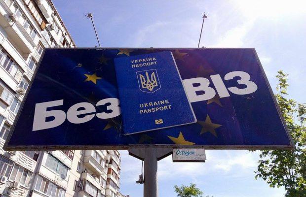В Європейському союзі стурбовані останніми рішеннями Конституційного Суду України щодо діяльності антикорупційних органів і воно може стати підставою для тимчасового призупинення безвізу.