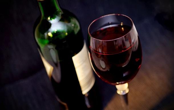 Люди похилого віку, які щодня вживають невелику кількість алкоголю, мають такі самі шанси на розвиток деменції, як і їхні непитущі однолітки.