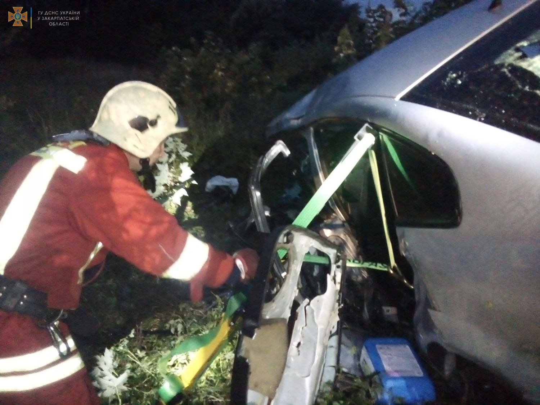 Внаслідок ДТП одна людина загинула, ще двоє потрапили на лікарняні ліжка.