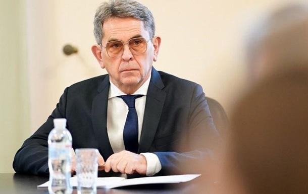 Міністр закликав українців не бути легковажними і виконувати інструкції, правила та рекомендації, а також наголосив на ефективності самоізоляції.