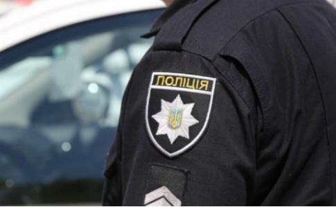 Працівники поліції зупинили чоловіка, який їхав на мопеді без шолома, а виявилося що він не тверезий.