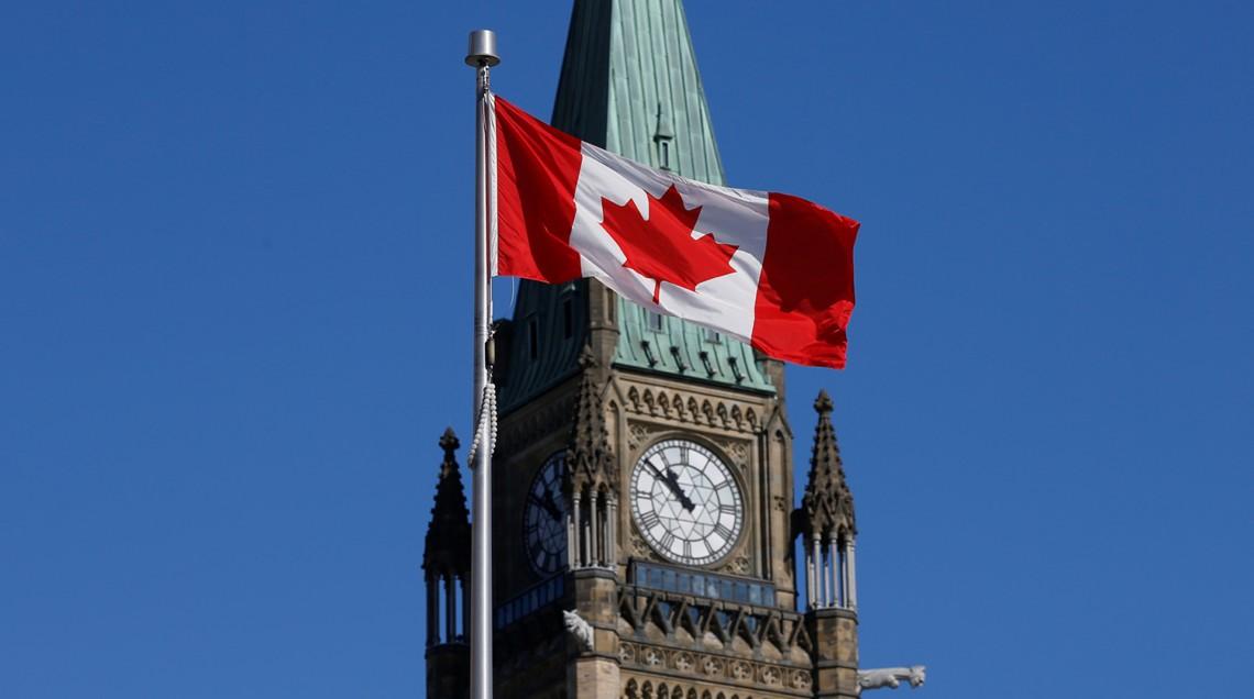 Первый случай инфицирования новым штаммом коронавируса был выявлен в канадской провинции Альберта, о котором около двух недель назад сообщила южная Африка.