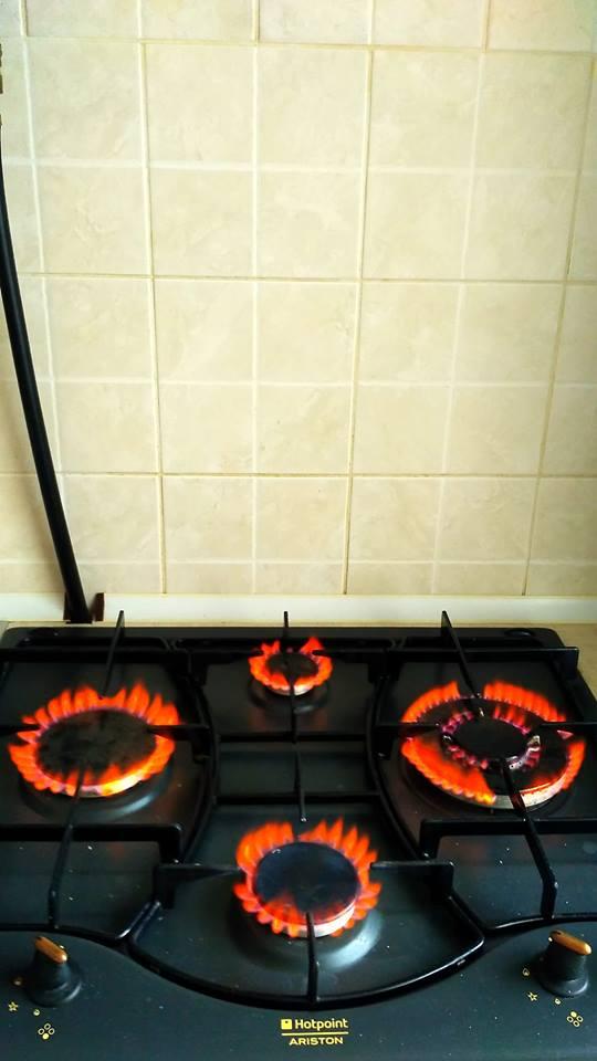 Жителів Виноградова здивувало червоне забарвлення газу в плитах (ФОТО)
