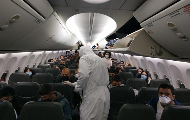 Украинцев авиарейсами вернули из Германии, Нидерландов, Египта и Великобритании, передают в МВД.