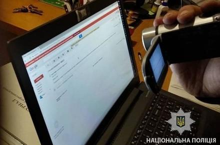 Електронні листи і відео з погрозами, розміщене в Мережі кілька днів тому, є ланками одного ланцюжка, вважає глава Нацполіції.