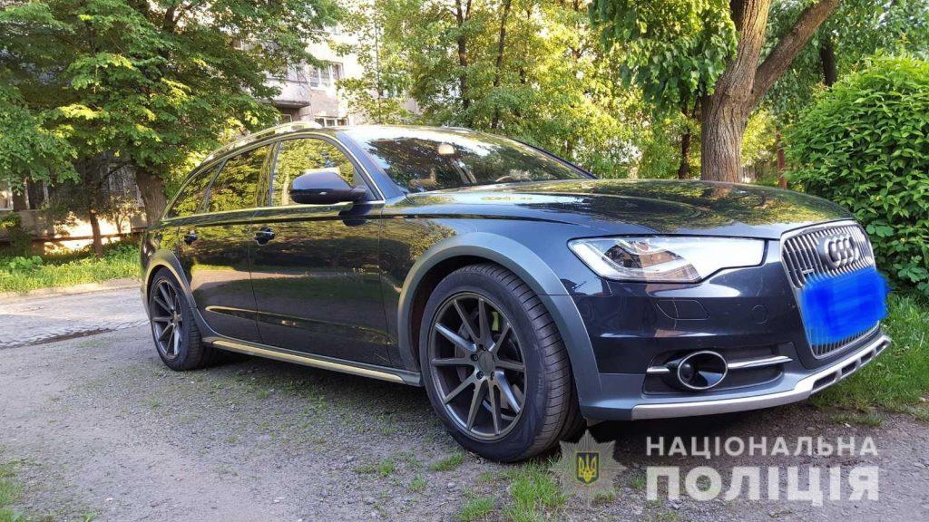 Мукачівським відділом поліції розшукується автомобіль Audi A6, темно- синього кольору, викрадений в ніч на 5 лютого.