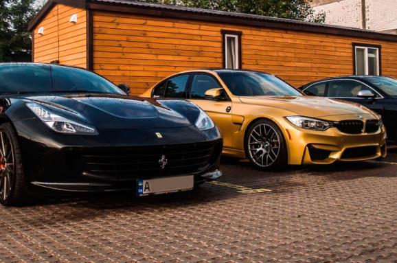 За январь-август этого года местные бюджеты Закарпатской области получили от владельцев автомобилей класса люкс 1,76 миллиона гривен транспортного налога.
