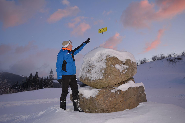 Закарпатські гірські рятувальники й надалі встановлюватимуть інформаційні вказівники на туристичних маршрутах у Карпатах.