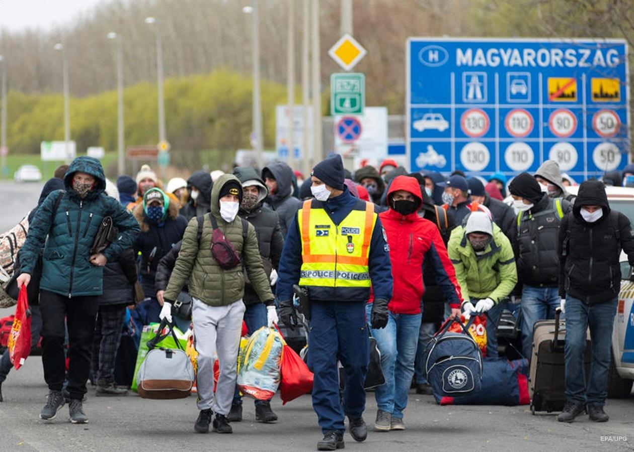 Коронавірусна пандемія жорстко вдарила по закарпатським заробітчанам, більшість яких працює в Європі як тимчасові працівники.