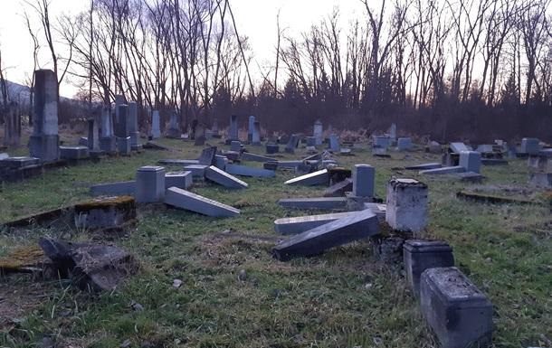На кладовищі лише недавно були завершені реставраційні роботи, які тривали понад 10 років.