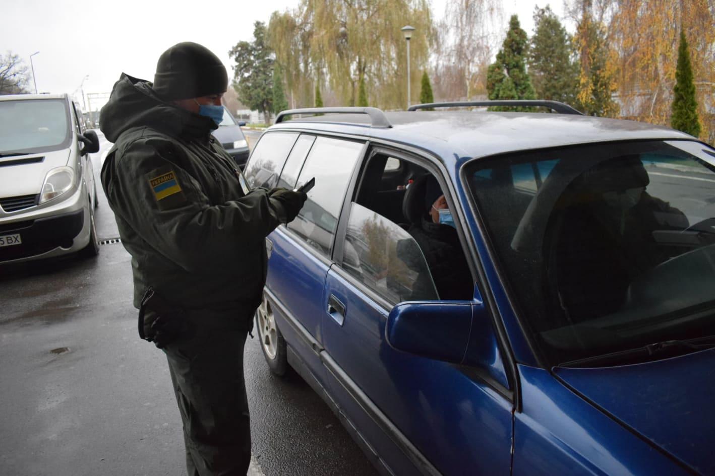 Українець та іноземець намагалися перетнути кордон за документами з підробками.