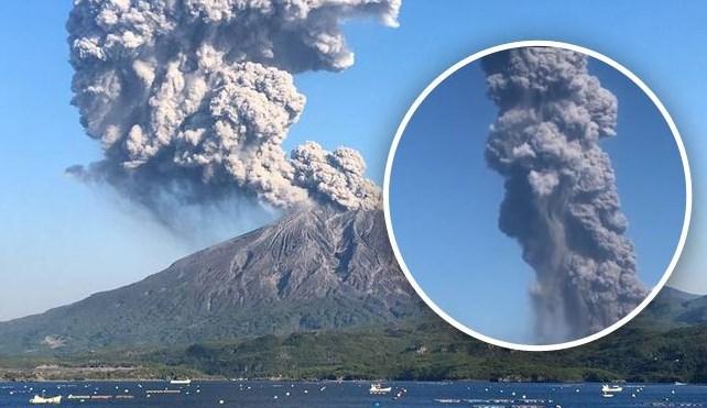 У Японії вулкан викидає попіл на висоту до двох кілометрів.