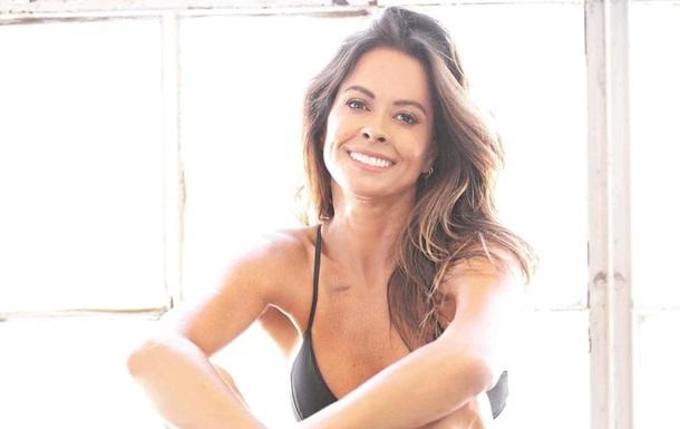 Колишня модель Playboy вразила фанатів фігурою. Модель прорекламувала свої спортивні курси в купальнику. Фанати залишилися в захваті від форм знаменитості.
