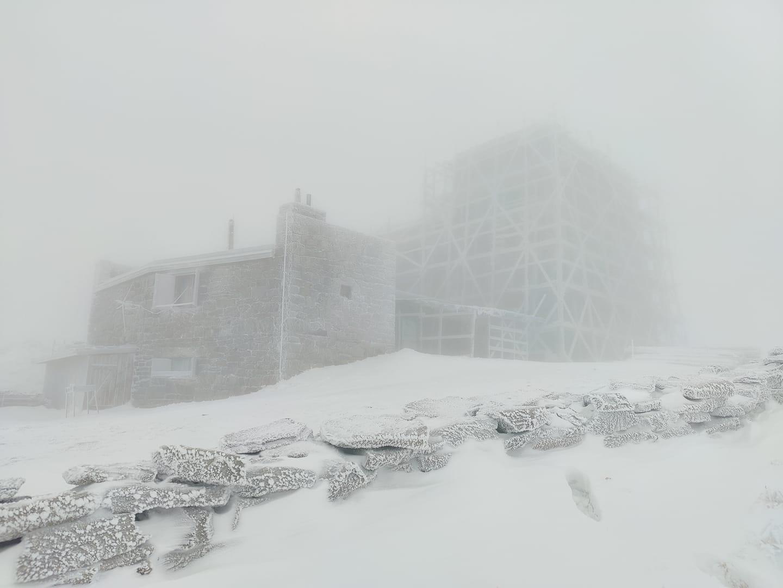 Зранку в горах був відчутний мороз.