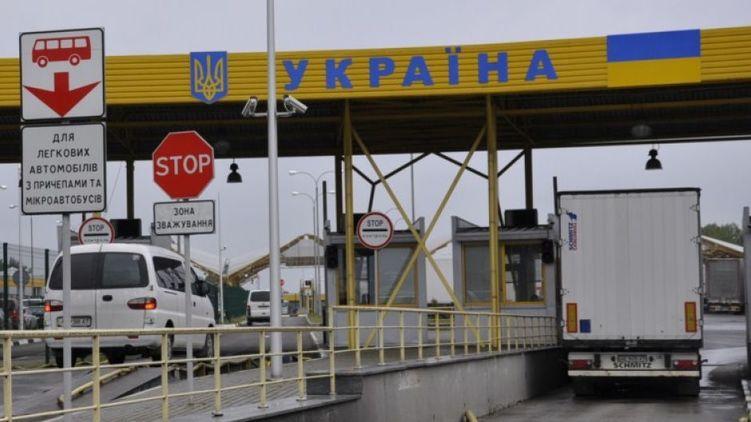 У березні українці зможуть в'їжджати в Росію тільки за закордонними паспортами, КПВВ на Донбасі перейдуть на новий режим роботи, годинники переведуть на літній час, а пенсії, можливо, проїндексують.