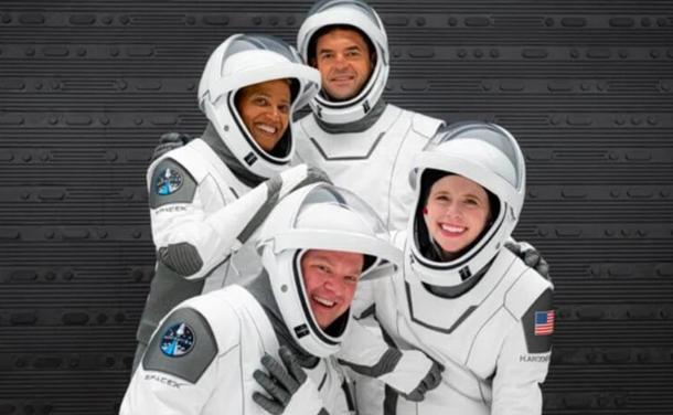Согласно плану, четыре члена миссии воплощают четыре ценности: лидерство, надежду, щедрость и процветание.