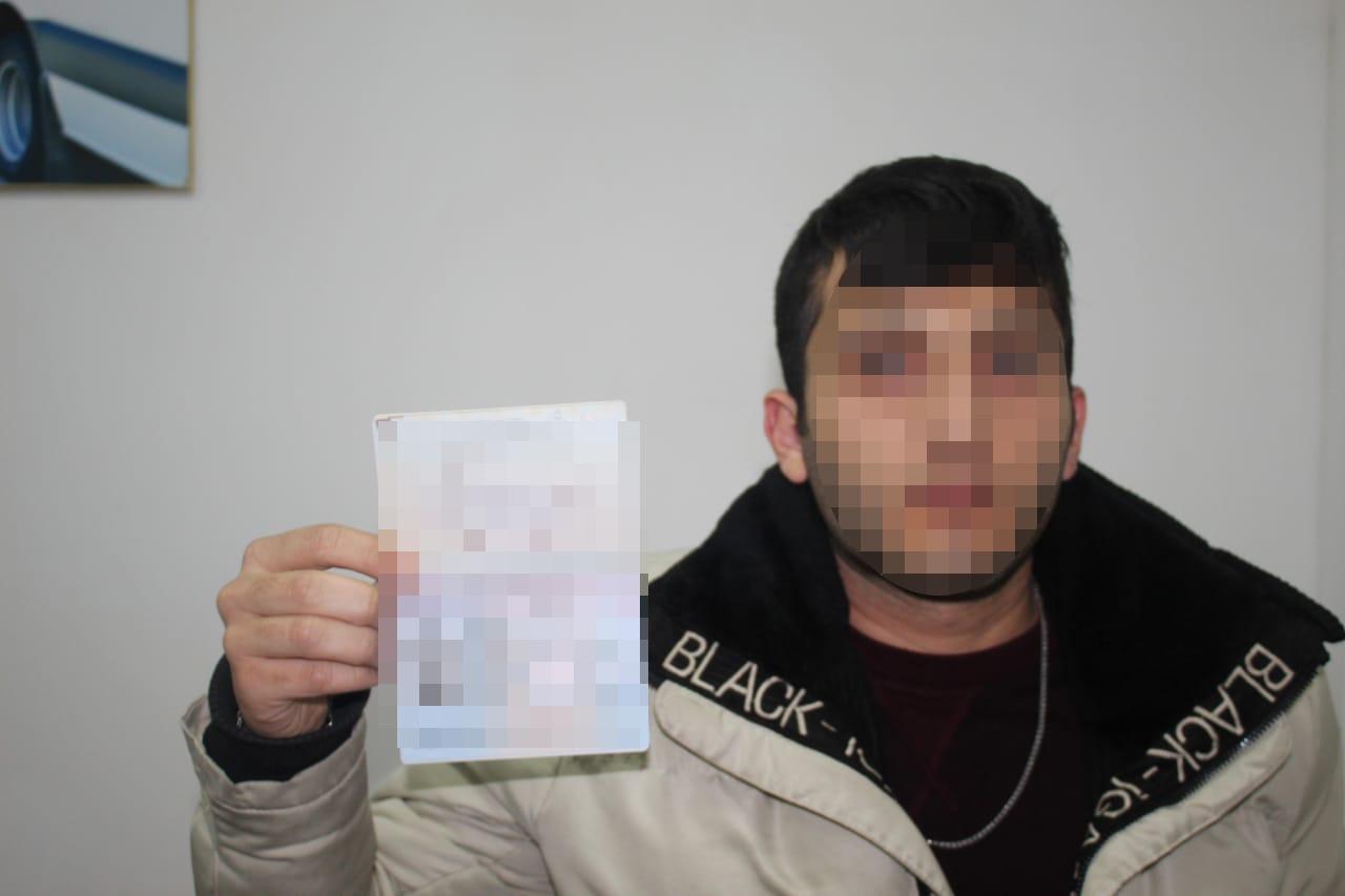 Громадянина Туреччини, який намагався виїхати з України за чужим паспортним документом виявили цієї ночі прикордонники Мукачівського загону в пункті пропуску «Лужанка».