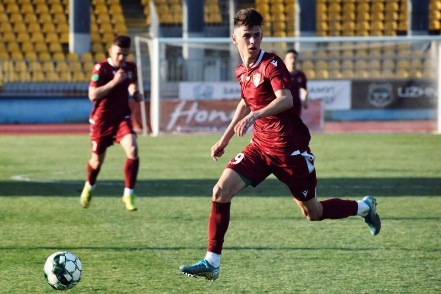 Матч 17-го туру групи А Другої ліги завершився впевненою перемогою закарпатської команди з рахунком 3:0. Відкрив рахунок у зустрічі вже на 1 хвилині Вадим Ференцик.