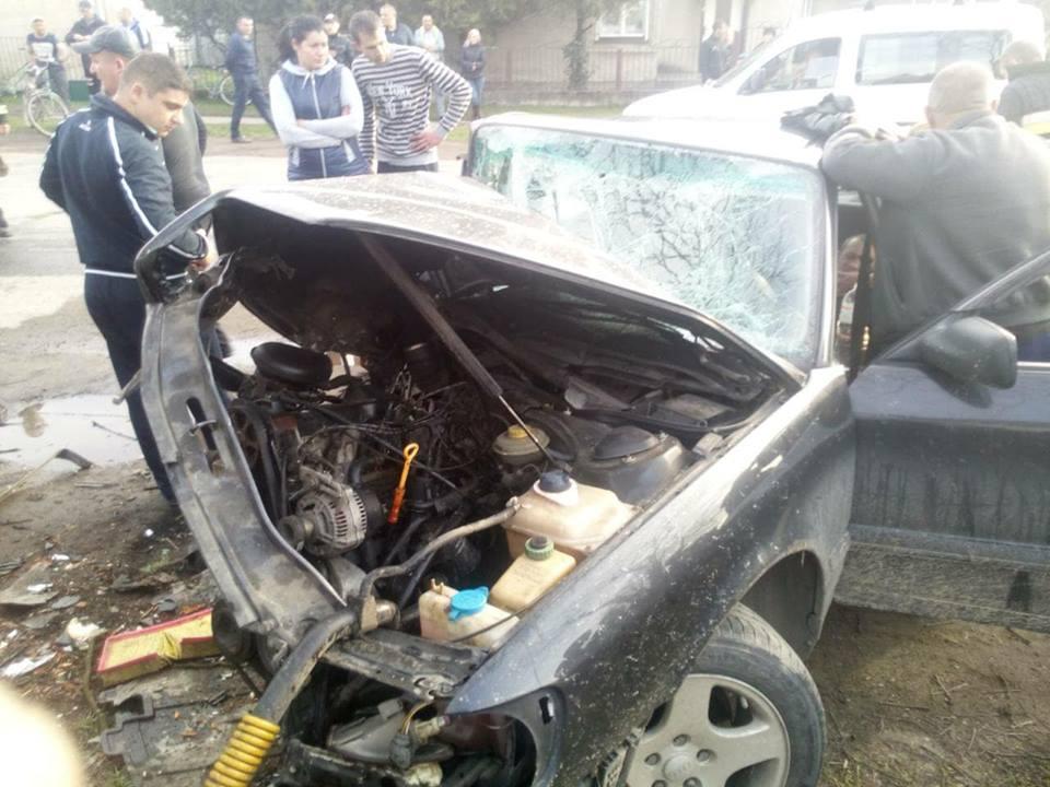 Жахлива ДТП на Закарпатті: постраждалого з авто вирізали рятувальники / ФОТО