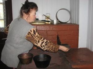 Із давніх-давен основним атрибутом Великоднього кошика є паска.