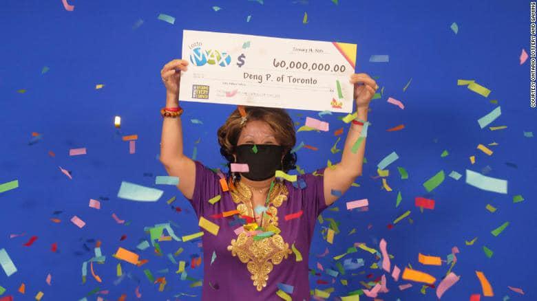 Жінка з Канади протягом 20 років закреслювала в лотерейних квитках одні й ті ж самі числа, які наснилися її чоловікові, і виграла $60 000 000.