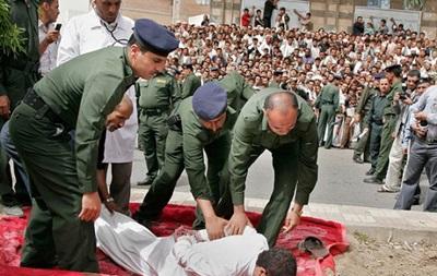 Страчених звинувачували у проходженні екстремістської ідеології. Смертна кара в країні проходить у вигляді відсікання голови мечем.