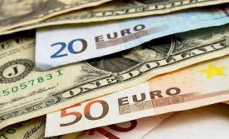 Понеділковий міжбанк закрився втратами для долара і євро.