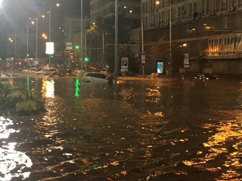Київ йде під воду: в столиці вже вдруге за тиждень стався потоп